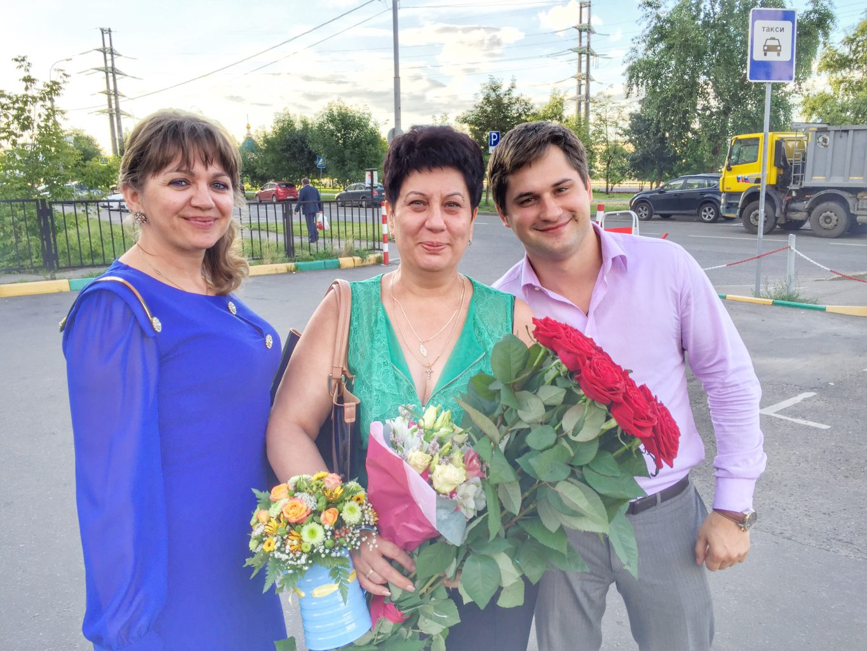 Управляющий клиникой в Митино Мавлянова Ирина Александровна (в центре) с коллегами