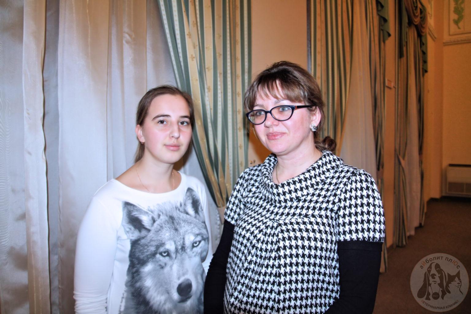 Морозова Марина Алексеевна (справа) с участником «Ярмарки вакансий-2016», МВА имени К. И. Скрябина.